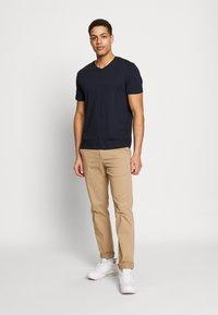 Burton Menswear London - 3 PACK - Basic T-shirt - black - 0