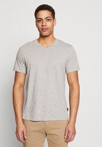 Burton Menswear London - 3 PACK - Basic T-shirt - black - 1