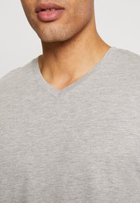 Burton Menswear London - 3 PACK - Basic T-shirt - black - 5