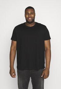 Burton Menswear London - 3 PACK - Basic T-shirt - black - 4