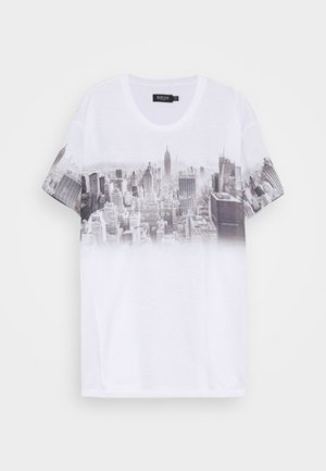 CHEST PLACEMENT CITY FADE TEE - Print T-shirt - white