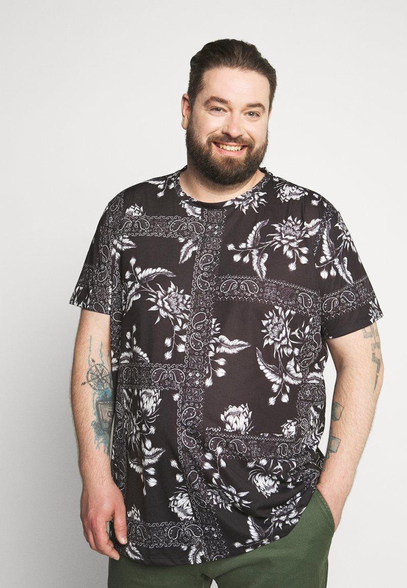 Burton Menswear London - BANDANA FLORAL PLACEMENT TEE - Print T-shirt - black