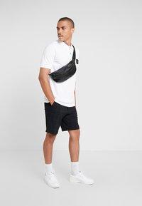 Burton Menswear London - STADIUM WAFFLE BADGE - Polo shirt - white - 1