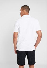 Burton Menswear London - STADIUM WAFFLE BADGE - Polo shirt - white - 2