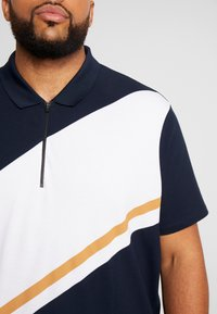 Burton Menswear London - PANELLING WITH ZIP FLAG - Polo shirt - navy - 4