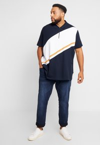 Burton Menswear London - PANELLING WITH ZIP FLAG - Polo shirt - navy - 1