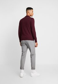 Burton Menswear London - CASTLE YOKE ZIP  - Maglione - burg - 2