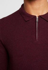 Burton Menswear London - CASTLE YOKE ZIP  - Maglione - burg - 5