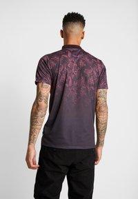 Burton Menswear London - PAISLEY YOKE FADE - Polo shirt - burgundy - 2
