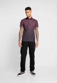 Burton Menswear London - PAISLEY YOKE FADE - Polo shirt - burgundy - 1