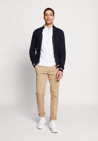 Burton Menswear London - 2 PACK - Poloskjorter - navy - 0
