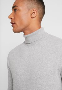 Burton Menswear London - CORE ROLL - Trui - grey - 4