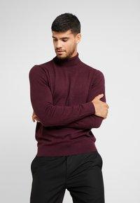 Burton Menswear London - CORE ROLL - Maglione - burgundy - 0