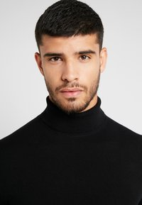 Burton Menswear London - CORE ROLL - Stickad tröja - black - 3