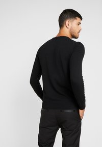 Burton Menswear London - CORE CREW - Strickpullover - black - 2