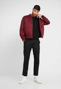 Burton Menswear London - CORE CREW - Strickpullover - black - 1