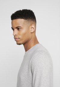 Burton Menswear London - CORE CREW  - Jersey de punto - grey - 3