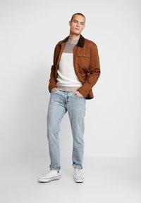 Burton Menswear London - DUKE CREW - Stickad tröja - white - 1