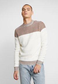 Burton Menswear London - DUKE CREW - Stickad tröja - white - 0