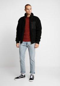Burton Menswear London - HUBURT CREW - Strikkegenser - rust - 1