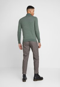 Burton Menswear London - CORE ROLL SEA - Svetr - green - 2