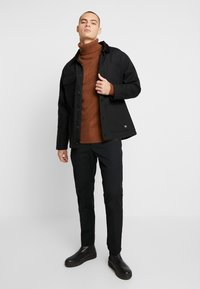 Burton Menswear London - KILLIAN ROLL NECK  - Trui - brown - 1