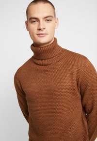 Burton Menswear London - KILLIAN ROLL NECK  - Trui - brown - 4