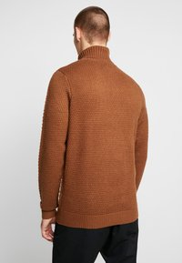 Burton Menswear London - KILLIAN ROLL NECK  - Trui - brown - 2
