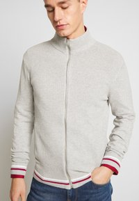 Burton Menswear London - TIPPED ZIP THRU - Neuletakki - grey - 3