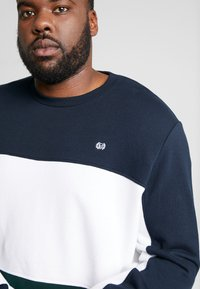 Burton Menswear London - SCARAB - Sweatshirt - green - 4