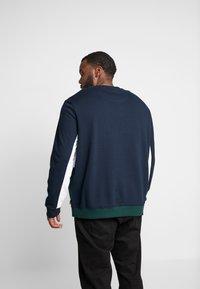Burton Menswear London - SCARAB - Sweatshirt - green - 2