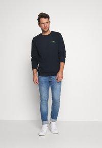Burton Menswear London - DINOSAUR CREW - Mikina - navy - 1
