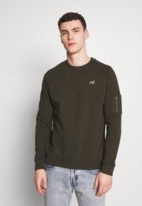 Burton Menswear London - COLLECTION UTILITY CREW - Mikina - khaki - 0