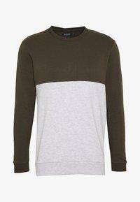 Burton Menswear London - COLOUR BLOCK CREW - Mikina - khaki - 4