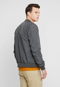 Burton Menswear London - CORE ALL - Bomber bunda - grey - 2