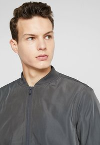 Burton Menswear London - CORE ALL - Bomber bunda - grey - 4