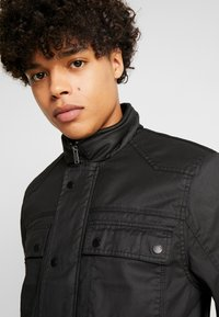 Burton Menswear London - WAX POCKET - Välikausitakki - black - 5