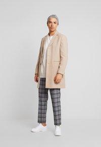 Burton Menswear London - OATMARL  - Mantel - tan - 1