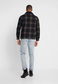 Burton Menswear London - CHECKBORG COLLAR SHACKETS - Giacca leggera - navy - 2