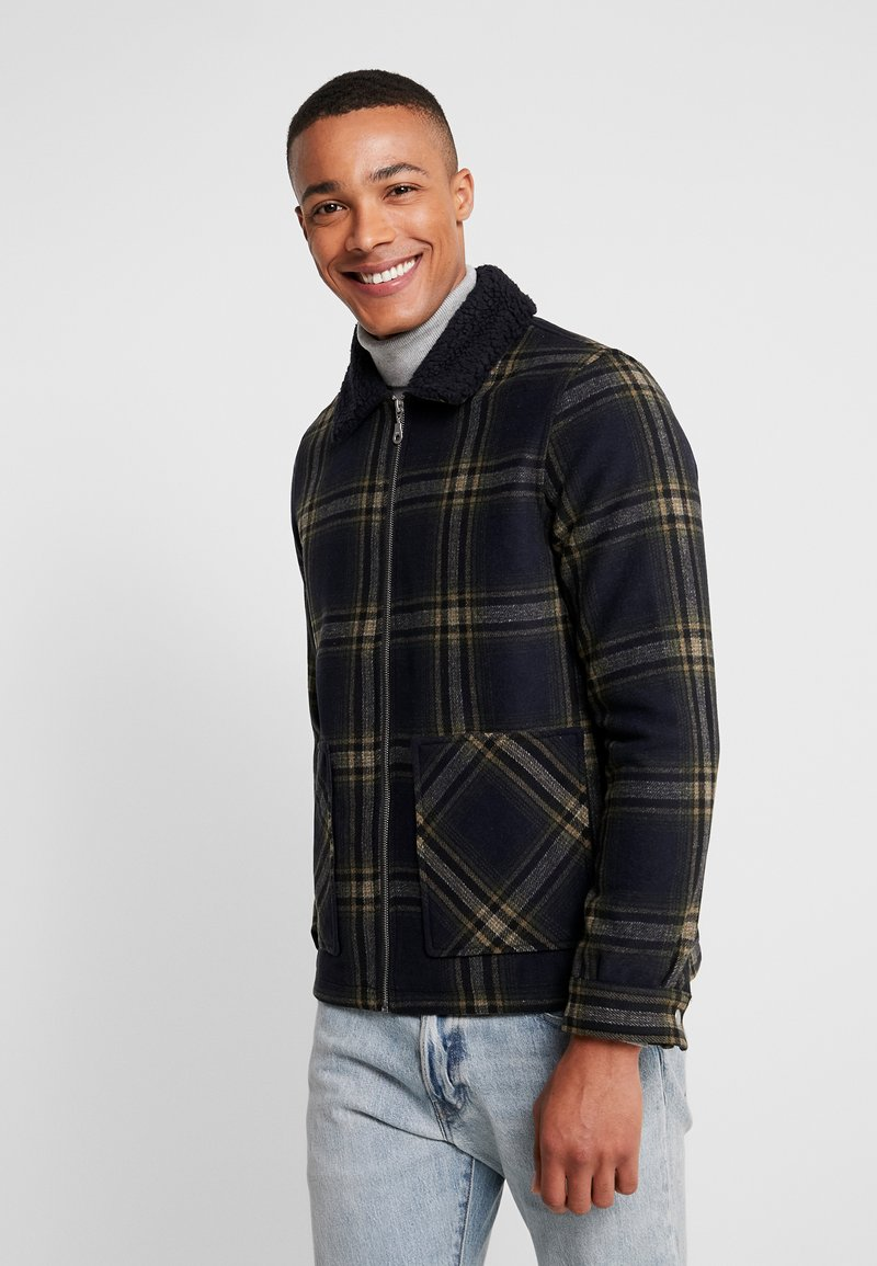 Burton Menswear London - CHECKBORG COLLAR SHACKETS - Leichte Jacke - navy