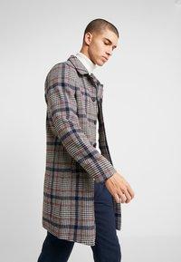Burton Menswear London - CARCOAT HIPOW - Zimní kabát - brown - 0