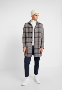 Burton Menswear London - CARCOAT HIPOW - Zimní kabát - brown - 1