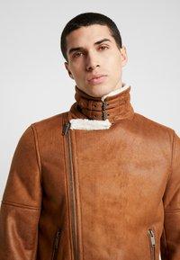 Burton Menswear London - BROWN SHEARLING  - Faux leather jacket - braun - 5