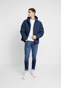 Burton Menswear London - RICH ASPEN PUFFER - Zimní bunda - blue - 1