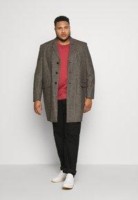 Burton Menswear London - Zimní kabát - brown - 1