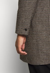 Burton Menswear London - Zimní kabát - brown - 4