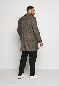Burton Menswear London - Zimní kabát - brown - 2