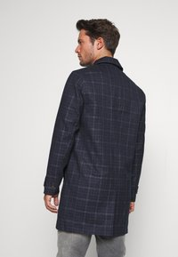 Burton Menswear London - CHECK LIGHTWEIGHT CARCOAT - Short coat - navy - 2