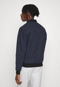 Burton Menswear London - BLACK MINI CHECK  - Bomberjacke - black - 2