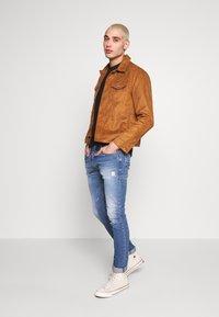 Burton Menswear London - TRUCKER - Jacka i konstläder - brown - 1